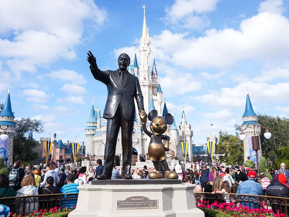 Descubra quanto custa viajar para a Disney nesse post! Preços, orçamento e dicas para economizar na terra da magia!