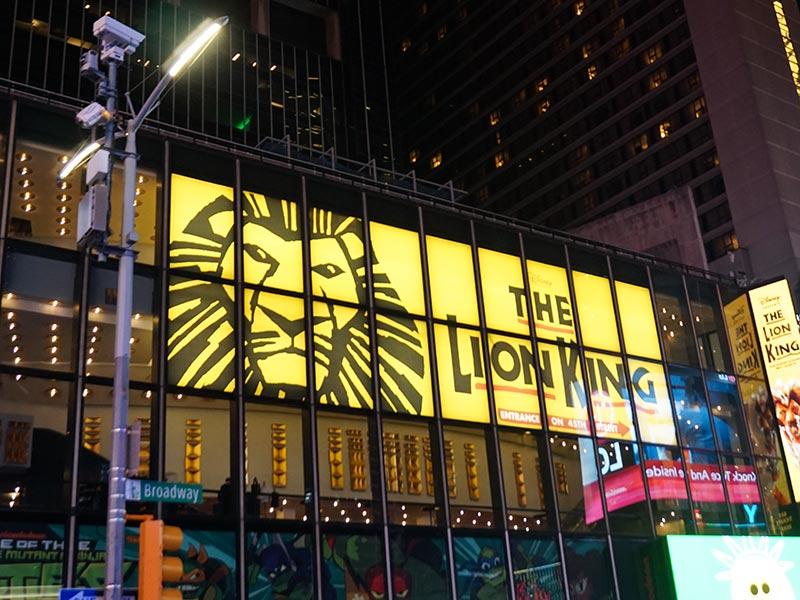 Descubra o que você precisa fazer na sua primeira vez em Nova York! Dicas de passeios, experiências e comidas que você precisa conhecer!