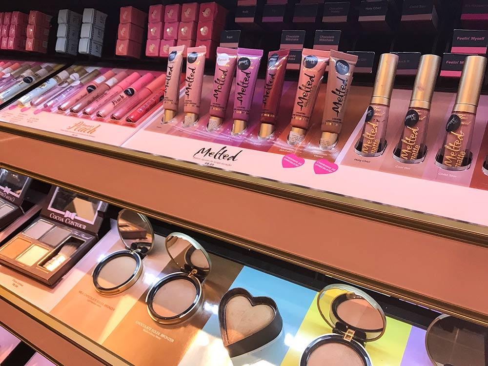 Descubra as Melhores maquiagens para comprar nos Estados Unidos em 2019! Dicas de bases, corretivos, paletas de sombras, batons, pincéis e mais! #beleza #maquiagem #makeup #estadosunidos #viagem