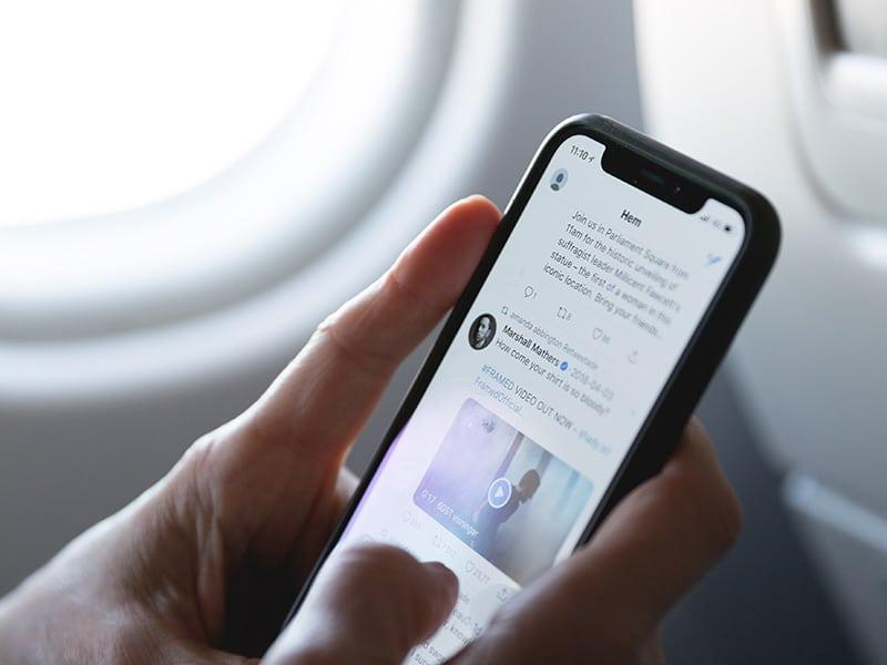 Veja dicas para usar o celular em viagens e se mantenha conectado durante toda a sua aventura!