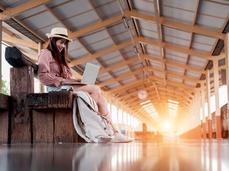 Descubra como viajar barato pelo mundo com esses 18 sites incríveis que vão te ajudar a economizar!