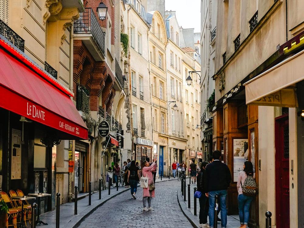 Descubra o que comprar na Europa nesse post! Dicas de melhores eletrônicos, maquiagens, roupas, acessórios e muito mais!