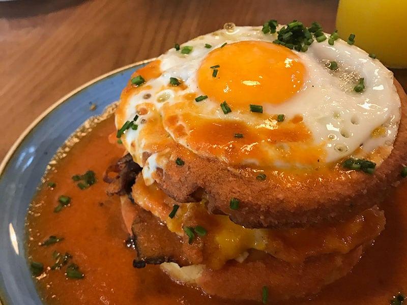 O Zenith se propõe a servir café da manhã o dia inteiro! Conheça esse e outros restaurantes de Lisboa para colocar no seu roteiro nesse post!