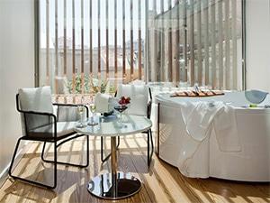 Se você quer um lugar para relaxar e aproveitar, o Inspira Santa Marta Hotel & Spa é o local perfeito onde se hospedar em Lisboa.